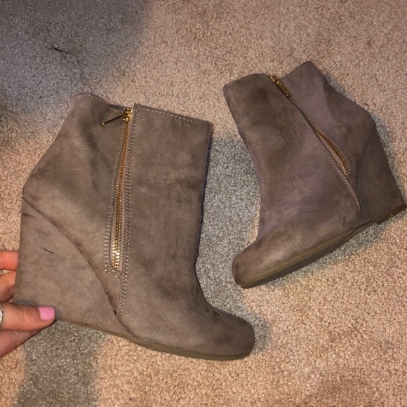 Report Shoes - taupe wedge booties